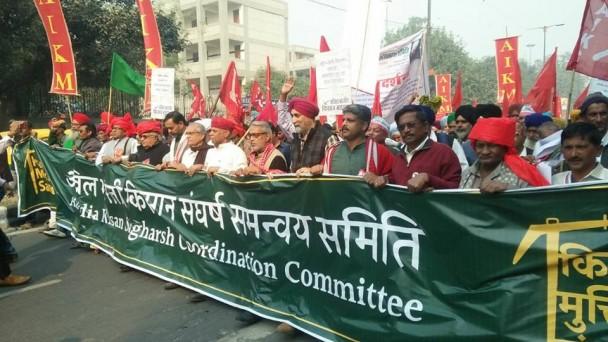 संसद मार्ग पर अन्नदाता की दहाड़, मोदी सरकार के खिलाफ 19 राज्यों के किसानों का आंदोलन