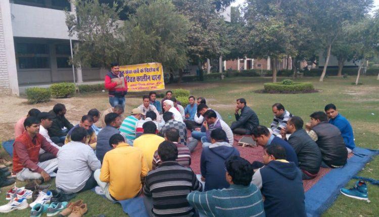 हरियाणा में गैरशिक्षण कार्य को लेकर आक्रोश, अनिश्चितकालीन धरने पर बैठे शिक्षक