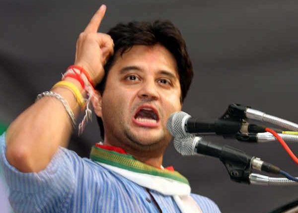 कांग्रेस नेता ने लिया प्रण, बीजेपी को सत्ता से उखाड़ फेंकने के बाद ही पहनूंगा फूलों की माला