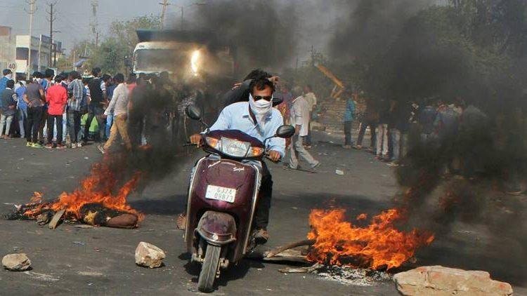 भानुभाई को इंसाफ दिलाने का ऐलान करने वाले विधायकों की गिरफ्तारी के बाद भड़का गुजरात