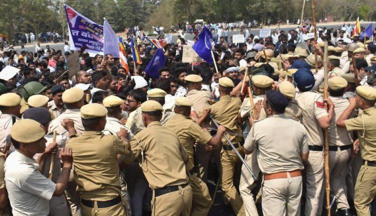 'भारत बंद' के दौरान हुई हिसा का मध्यप्रदेश के IG ने किया खुलासा, मायावती ने भी लगाए कई गंभीर आरोप