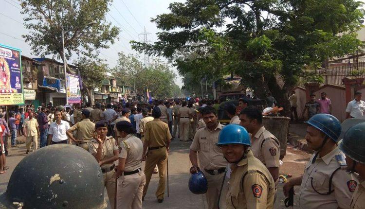 वोटिंग के दौरान कई जगहों पर हुई  हिंसा ,पुलिस पर किया गया पथराव ।