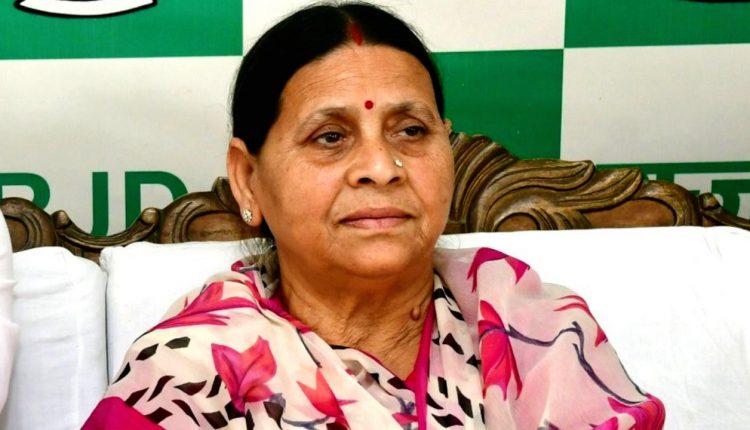 """राबड़ी देवी जी को """"ट्विटर"""" कहना नही आएगा,ऐसा """"आज तक"""" के निशांत """"चतुर्वेदी"""" जी बोलते हैं…"""
