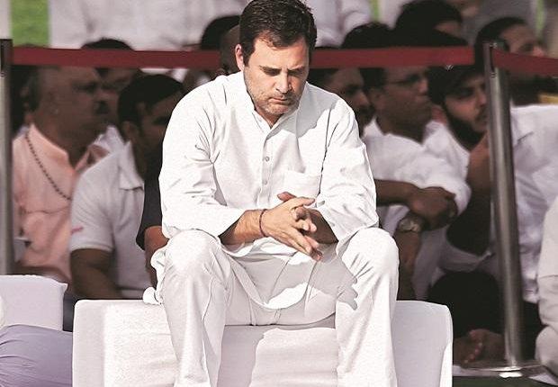 राहुल गांधी के इस्तिफे से मझधार में कांग्रेस ?