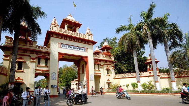 बीएचयू होल्कर भवन का घेराव,असिस्टेंट प्रोफेसर की नियुक्तियों के खिलाफ छात्रों ने किया प्रदर्शन