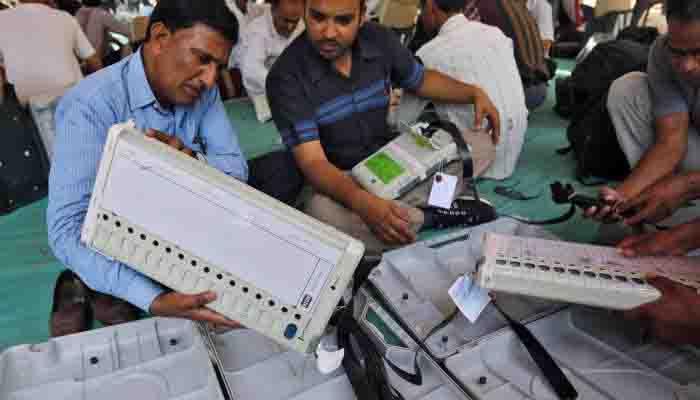 महाराष्ट्र: ईवीएम की ख़राबी से जनता में रोष, कांग्रेस ने कि EC से शिकायत
