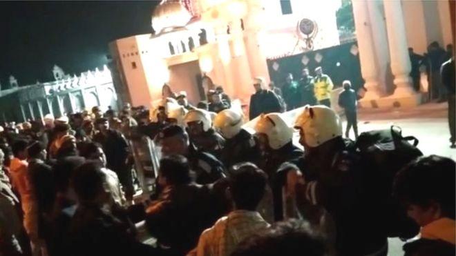 ननकाना साहिब गुरुद्वारे पर हमला, सिख श्रद्धालु फंसे, भारत ने कहा- फौरन कार्रवाई करे PAK